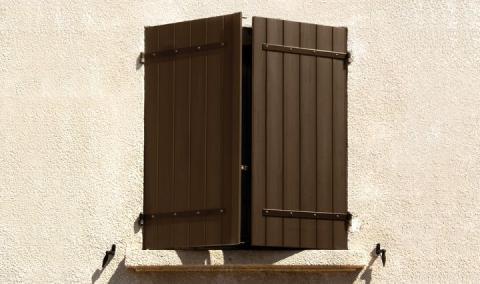 Fensterläden-nomawood-bl6-medium-brown-Frankreich